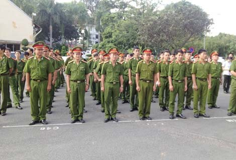Cán bộ, chiến sỹ tham gia buổi lễ.