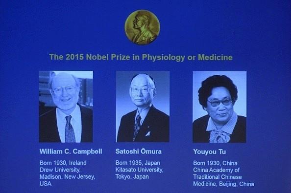 Ba nhà khoa học chiến thắng giải Nobel Y học 2015.