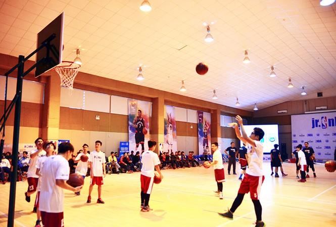 Hơn 4.500 trẻ em tham gia chương trình bóng rổ phát triển tài năng trẻ thuộc Hiệp hội bóng rổ nhà nghề Mỹ.