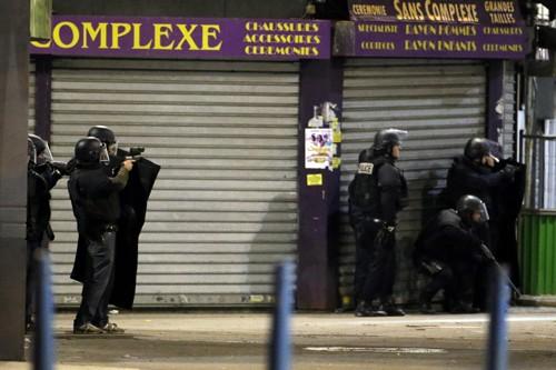 Cảnh sát phong tỏa Saint-Denis để săn lùng khủng bố ngày 18/11.