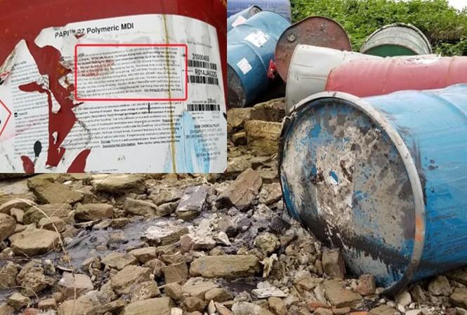 Thùng phuy chứa chấy nguy hại vứt ven sông Hồng.