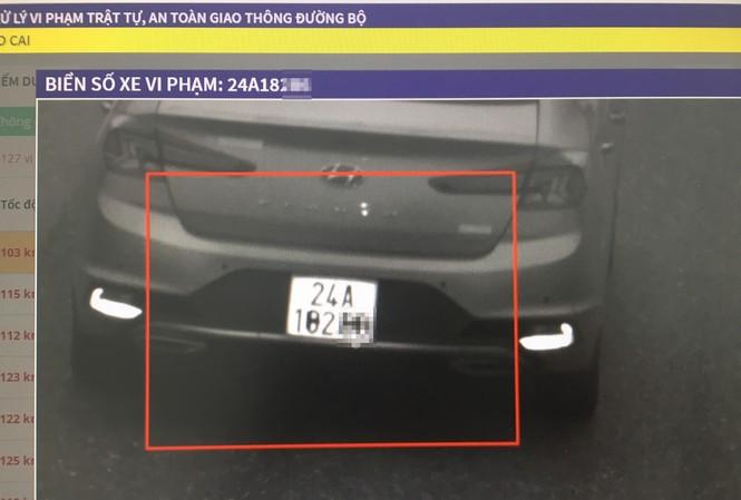 Hình ảnh xe vi phạm bị camera trên cao tốc Nội Bài - Lào Cai ghi lại.