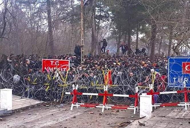 Lực lượng an ninh Hy Lạp ngăn chặn người di cư vượt biên giới