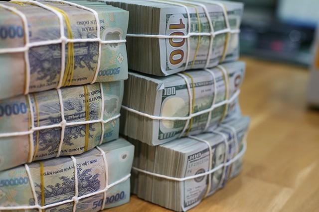 Lãi suất liên ngân hàng tăng, nguồn cung ngoại tệ vẫn dồi dào