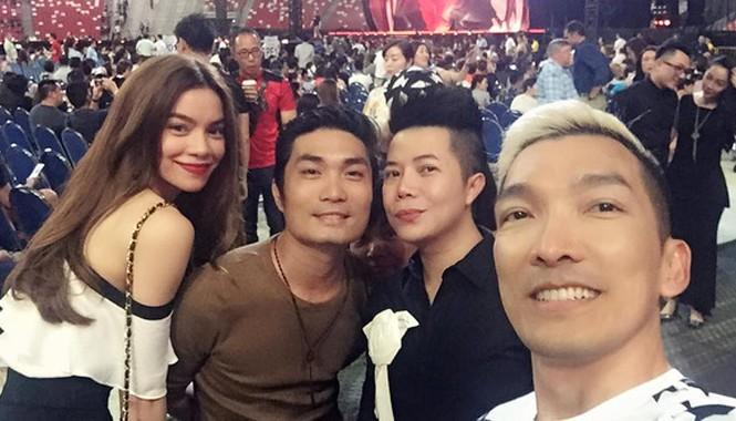 Mới đây, một người bạn của Hồ Ngọc Hà đã chia sẻ loạt ảnh nữ ca sĩ cùng bạn bè đang có mặt tại Singapore xem liveshow của Madonna.
