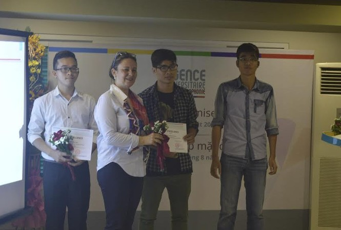 Ba trong số 5 sinh viên nhận học bổng Tài năng năm học 2016-2017.