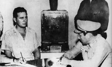 Fidel Castro bị thẩm vấn sau cuộc tấn công trại lính Moncada. Ảnh: BBC.