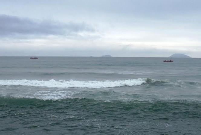 Lốc tố lật úp thuyền, một ngư dân mất tích