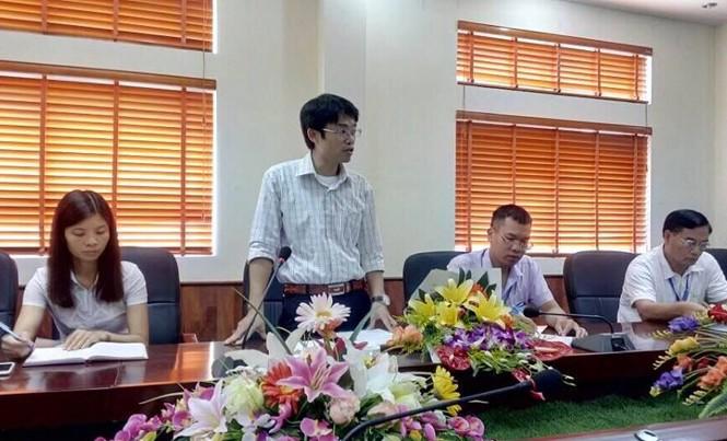 Ông Nguyễn Quang Huy (đứng) được coi là giám đốc Sở trẻ nhất ở Lạng Sơn hiện nay. Ảnh: TL