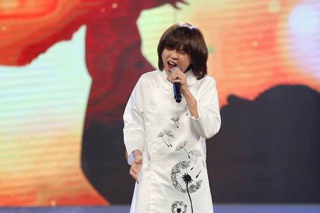 Thiên Khôi khiến ca sĩ Minh Hằng thich thú trong đêm Chung kết Thần tượng âm nhạc nhí.