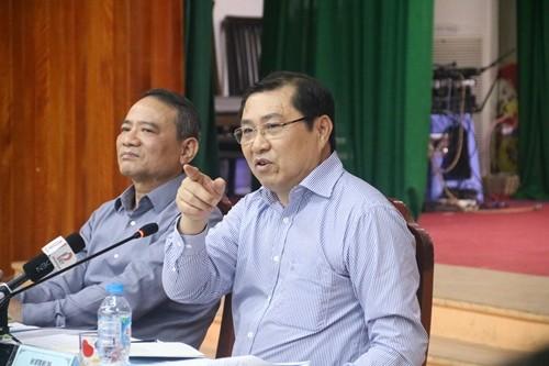 Ông Huỳnh Đức Thơ, chủ tịch UBND TP Đà Nẵng chỉ đạo tại buổi họp khẩn.