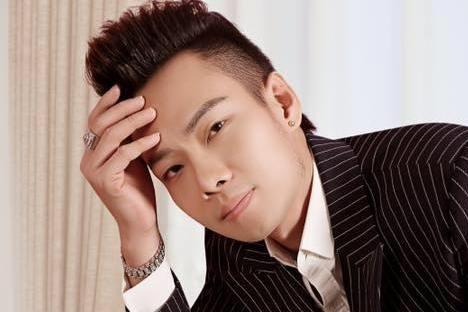 Ca sĩ Nam Khang chịu nhiều áp lực và chỉ trích khi liên quan tới vụ án của ca sĩ Châu Việt Cường.