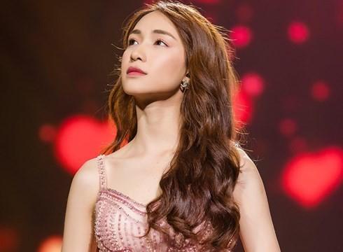 Hòa Minzy từng bị trầm cảm sau thời gian chia tay Công Phượng.