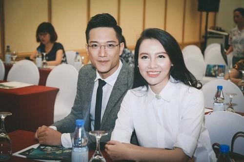 Showbiz 25/10: Chí Nhân nói về nghi vấn chia tay MC Minh Hà, hẹn hò gái lạ