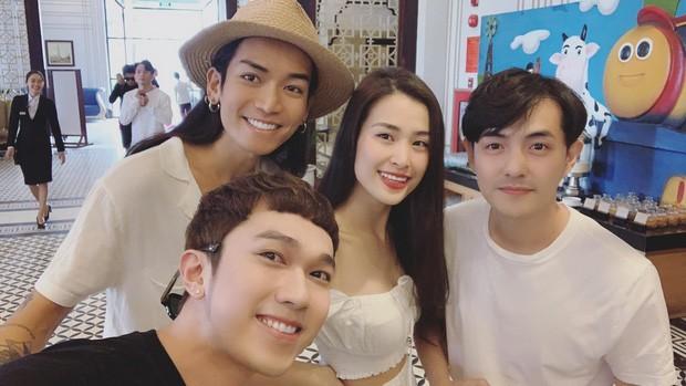 Showbiz 10/11: Đông Nhi, Ông Cao Thắng xuất hiện sau lễ cưới bạc tỷ