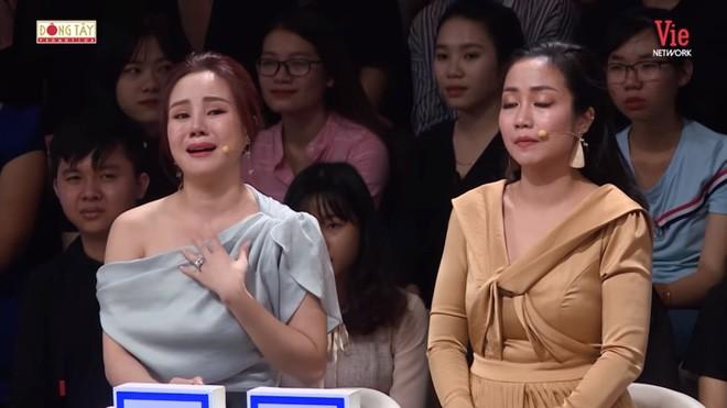 Vy Oanh khóc nức nở khi nhắc tới mẹ.
