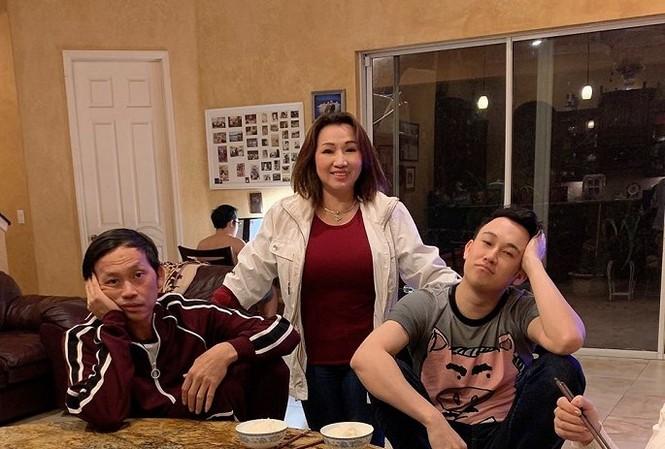 Showbiz 27/11: Dương Triệu Vũ chia sẻ xúc động khi đón Hoài Linh ở Mỹ