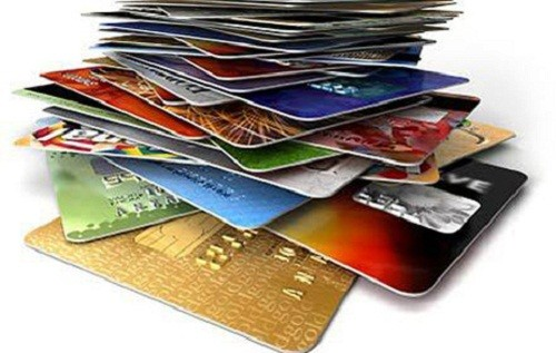 """Có từ 20-25 loại phí """"đè"""" lên vai các chủ thẻ."""
