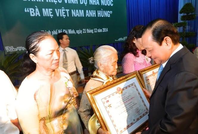 TPHCM: Vinh danh 88 Mẹ Việt Nam anh hùng