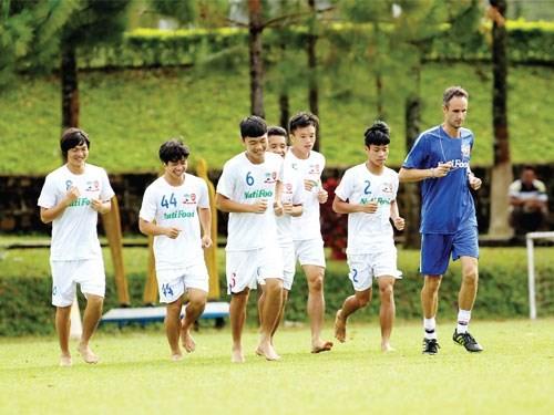 Cầu thủ Hoàng Anh Gia Lai sẽ có thể lực sung mãn để chinh chiến tại V-League 2015 - Ảnh: Minh Trần