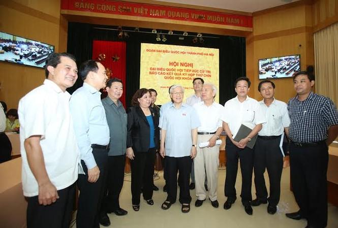 Tổng bí thư tiếp xúc cử tri quận Hoàn Kiếm, Ba Đình ngày 18/7. Ảnh Như Ý.