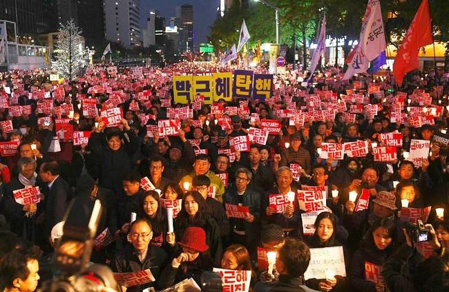 Biểu tình yêu cầu Tổng thống Hàn Quốc từ chức