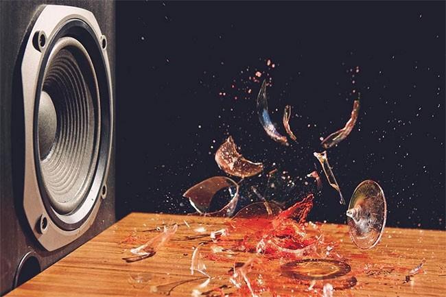 Âm thanh có thể làm vỡ ly thủy tinh