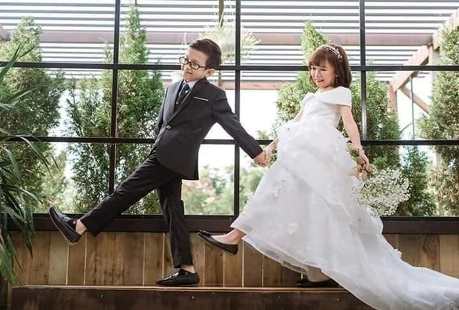 Đám cưới của cặp vợ chồng 'tí hon' khiến nhiều người xúc động