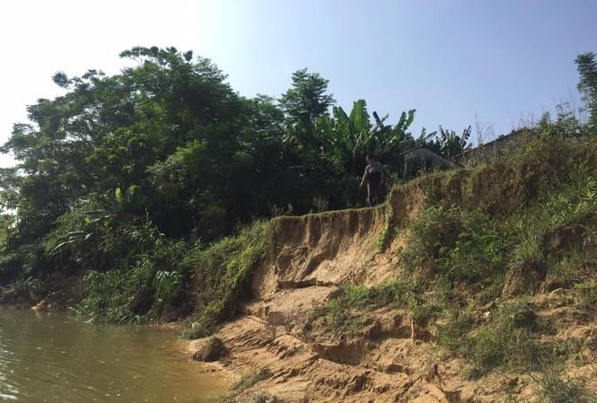 Sông lấn làng, trăm hộ dân sống thấp thỏm bên miệng 'hà bá'