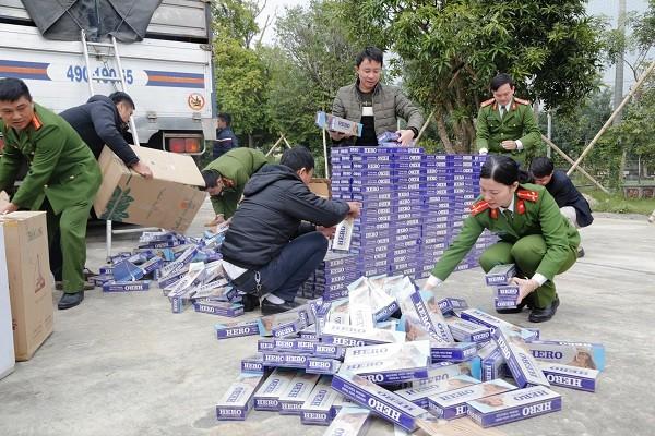 Phát hiện 10.000 bao thuốc lá lậu dưới gầm ô tô