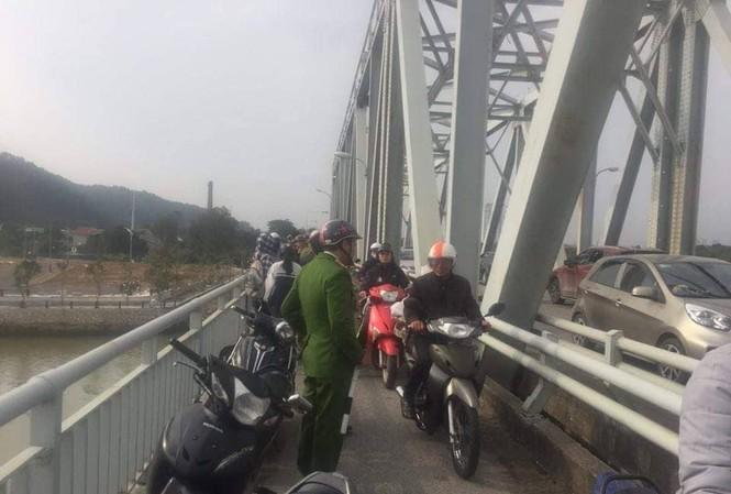 Cầu Bến Thủy nơi nam thanh niên bỏ lại xe máy nhảy cầu tự tử