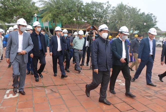 Bộ trưởng Bộ GTVT đốc tiến độ dự án cầu Cửa Hội