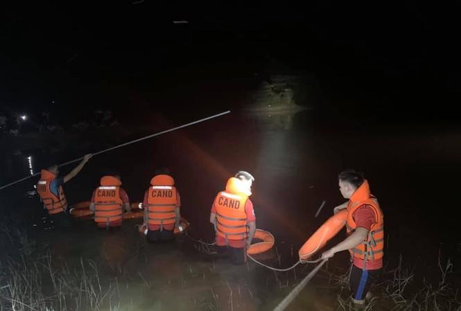 Đi đánh cá trong đêm, hai chú cháu bị đuối nước thương tâm
