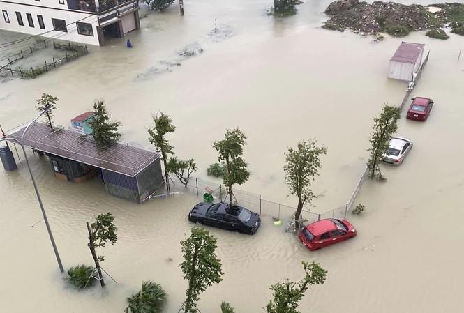 Mưa trắng trời, TP Hà Tĩnh chìm trong ngập lụt lịch sử chưa từng có