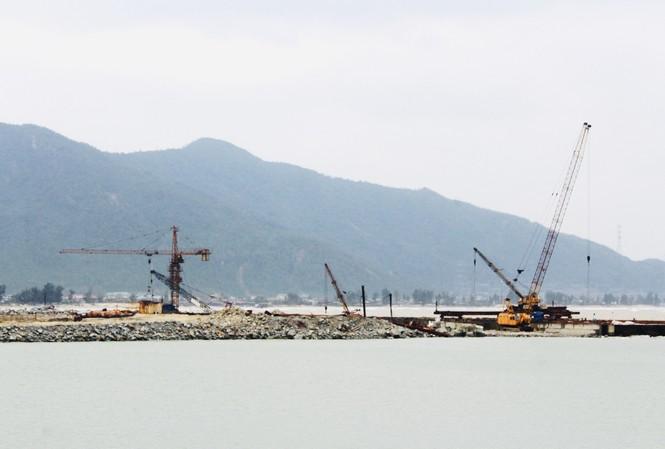 Cầu cảng gần 1.500 tỷ làm mãi không xong tiếp tục xin gia hạn
