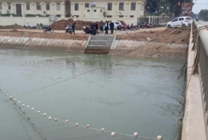 Giăng lưới tìm kiếm bé trai đuối nước ở sông Đào