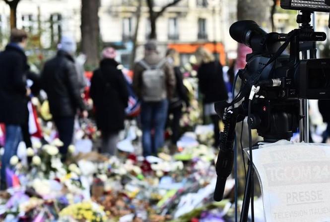 Trước nhà hát Bataclan ở Paris ít ngày sau khủng bố hồi 2015