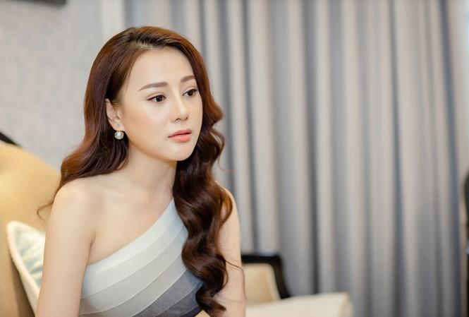 Phương Oanh muốn trở nên xinh đẹp hơn trong mắt khán giả nên quyết định phẫu thuật thẩm mỹ