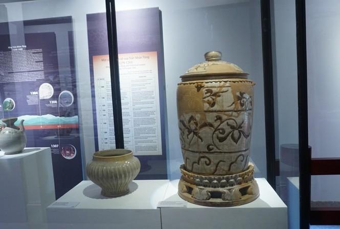Nhiều hiện vật tiêu biểu đời Trần trưng bày tại Hoàng thành Thăng Long dịp này. Ảnh: Nguyên Khánh