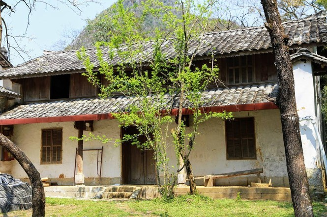Trong khuôn viên Khu nhà Vương ở huyện Đồng Văn