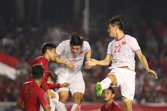 Đoàn Văn Hậu đánh đầu ghi bàn trong trận Chung kết với Indonesia