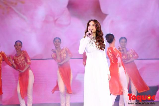 Hồ Ngọc Hà từng hát ở Vang mãi giai điệu Tổ quốc 2019