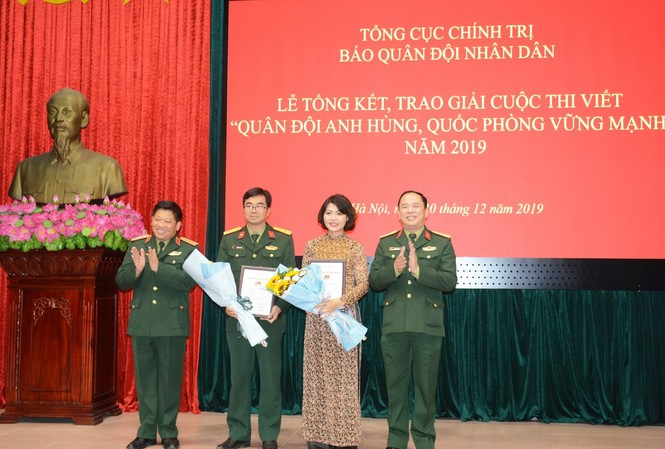 Nhà văn Đỗ Bích Thúy đạt giải Nhì cuộc thi viết về quân đội và quốc phòng
