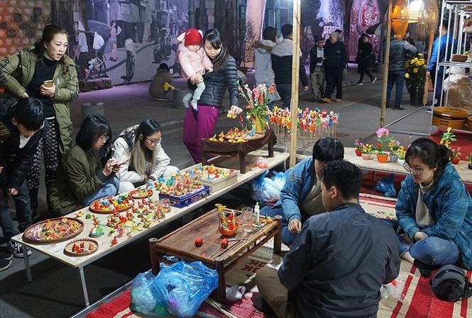 Chuẩn bị cho không gian chợ hoa Tết Hàng Lược và không gian Bích họa Phùng Hưng