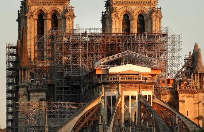 Công trường Nhà thờ Đức Bà Paris bị tạm dừng vì COVID-19