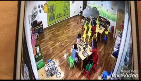 Hình ảnh cắt từ camera ghi lại sự việc