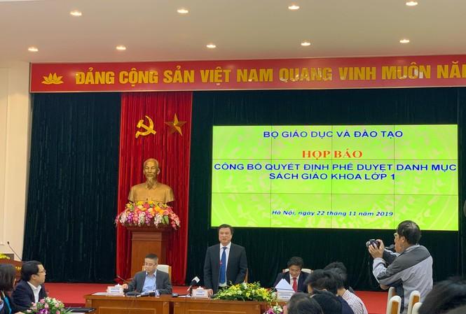 Thứ trưởng Nguyễn Hữu Độ công bố có 32 SGK được thông qua.