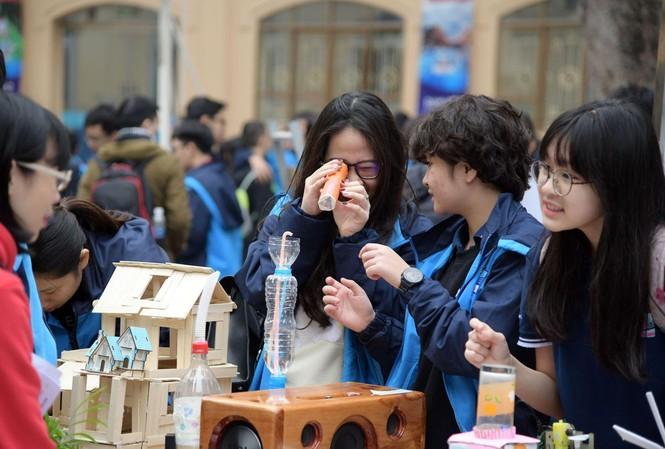 Nhiều sản phẩm sáng tạo được học sinh tham gia ngày hội.