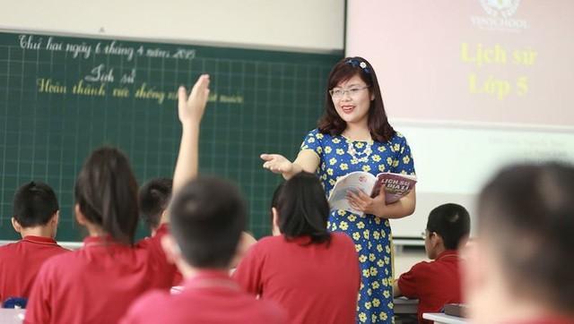Bộ GD&ĐT chính thức bỏ chứng chỉ tin học, ngoại ngữ cho giáo viên