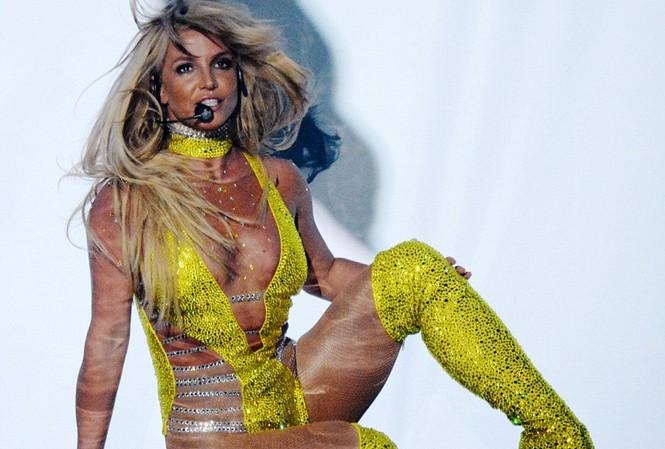 Britney Spears 'bùng cháy' trong lễ trao giải âm nhạc VMAs 2016